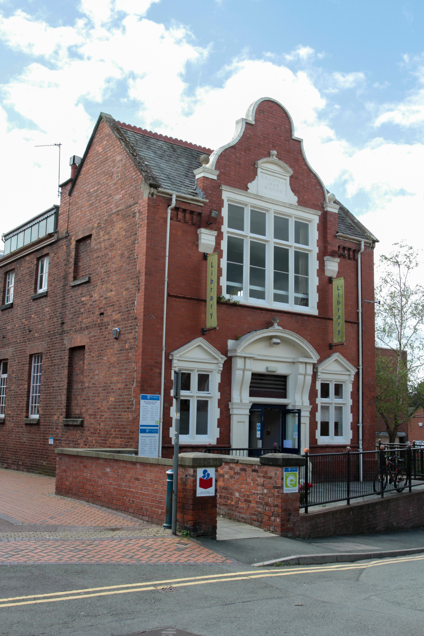 Oswestry views file stock images July 2016..Oswestry Library..HD270716.