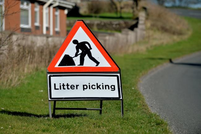 GENERIC SIGN - Litter Picking. PHOTO TOM KAY